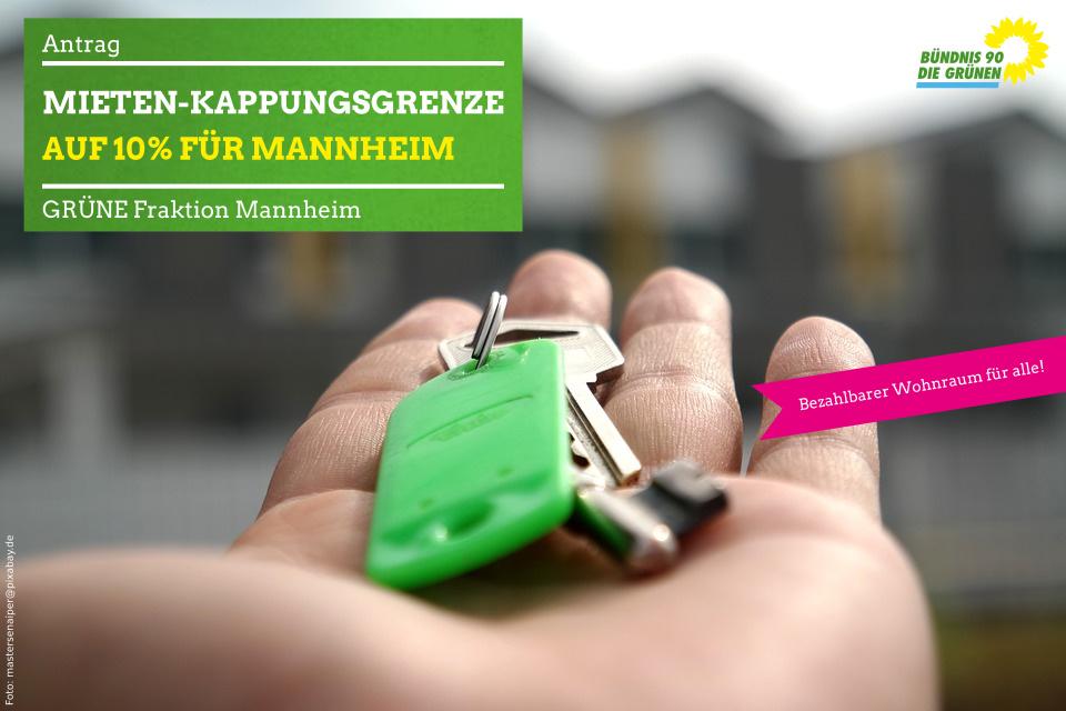 Wohnungsschlüssel auf Handfläche