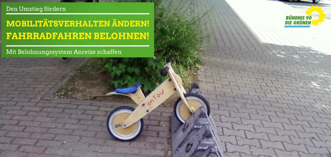 Kinderlaufrad in Fahrradständer