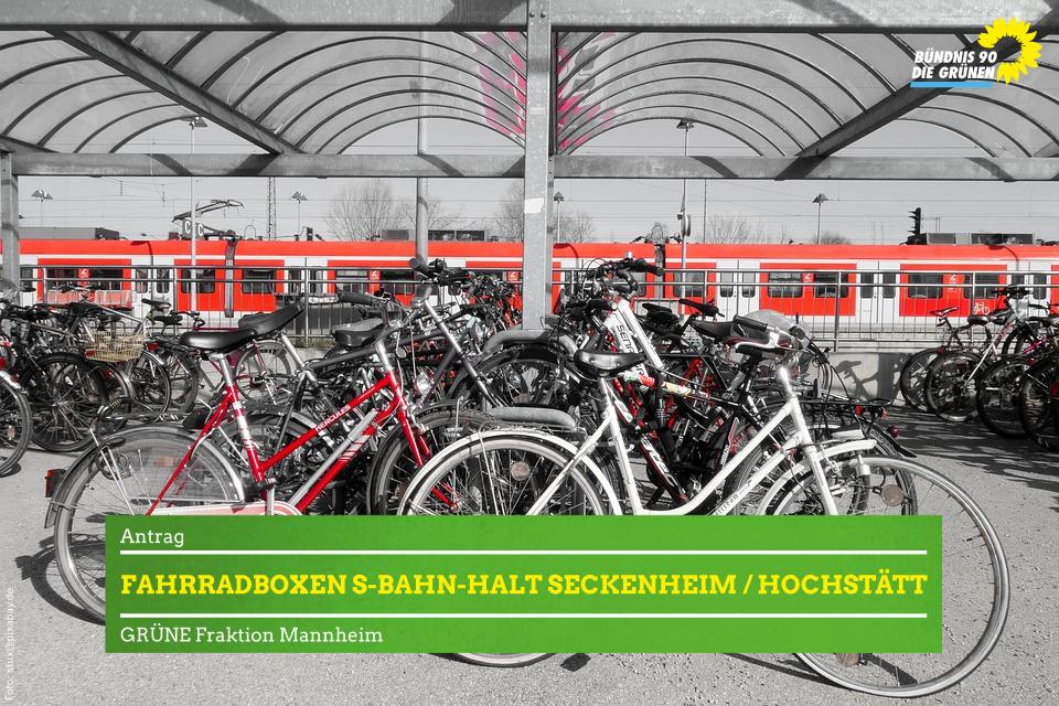 Abgestellte Fahrräder vor S-Bahn-Halt