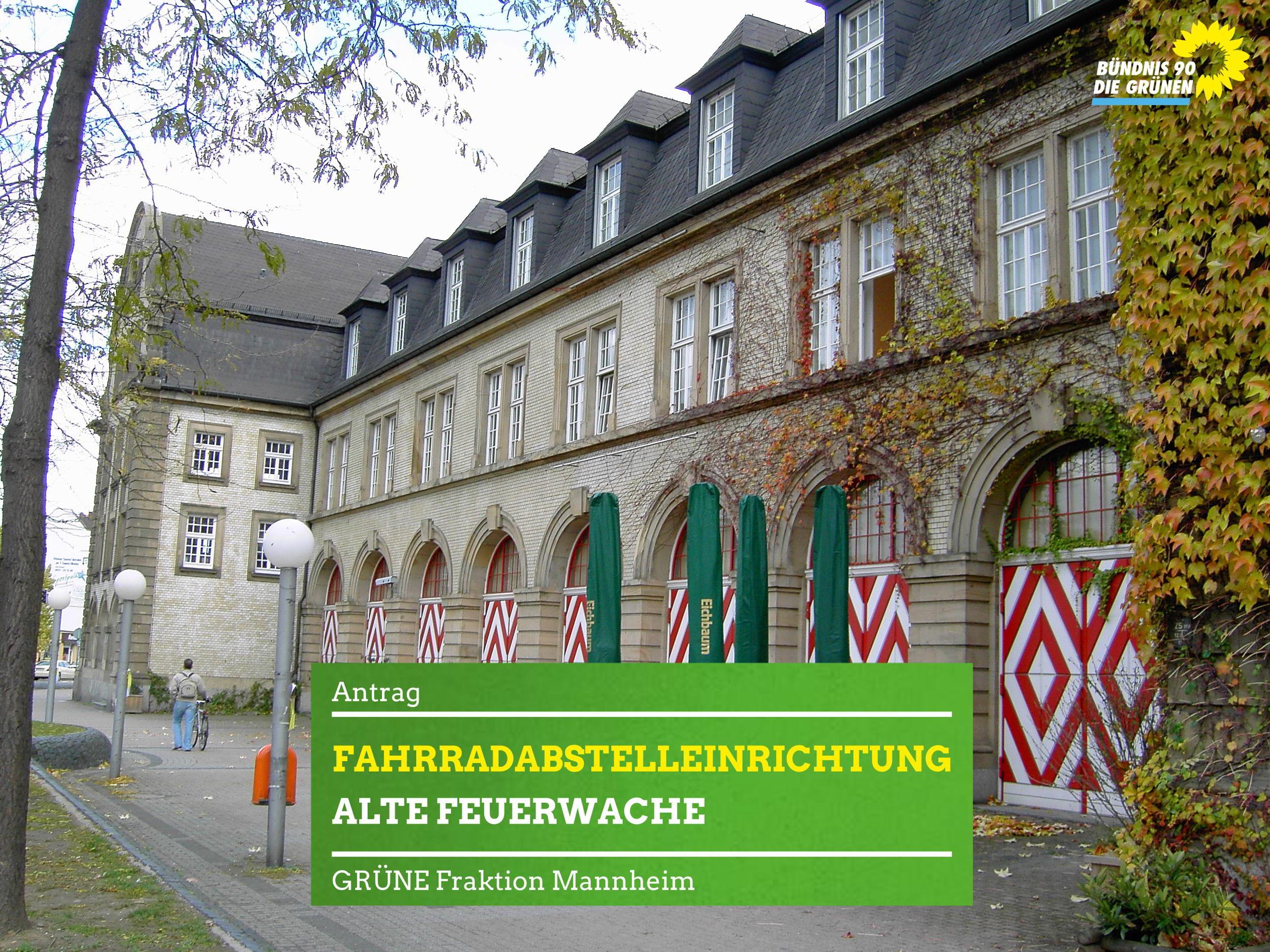 Radfahrer vorm Kulturzentrum Alte Feuerwache